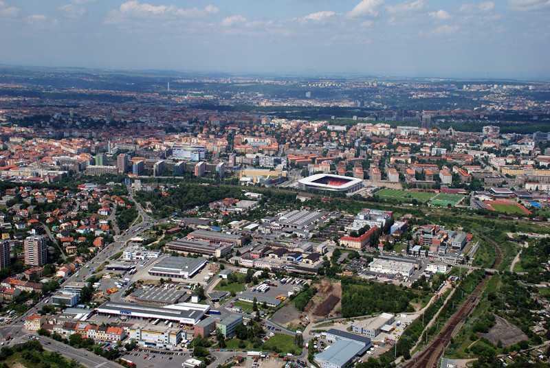 Orientamento, Bohdalec è oltre lo stadio in questa foto, lo stadio è quello dello Slavia