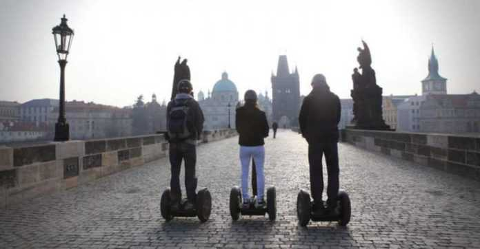 Praga: il comune proibisce i segway nel centro storico della città