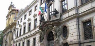Come comunicare l'emigrazione presso l'Ambasciata a Praga