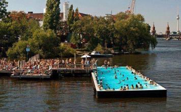 Praga: una piscina galleggiante in mezzo alla Vltava