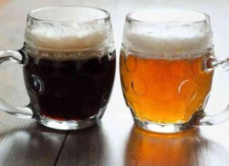 Due boccali di birra ceca.