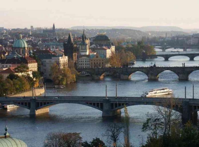 Vista del ponte Carlo