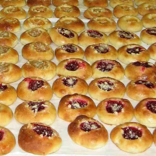 Il kolach è un tipo di dolce di pasta soffice ripieno di composta di frutta