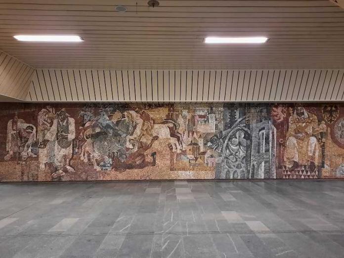 Arte in metro, Karlovo Náměstí, Carlo IV